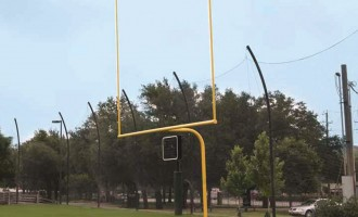 Yellow uprights on the Alumagoal Gooseneck Goalposts